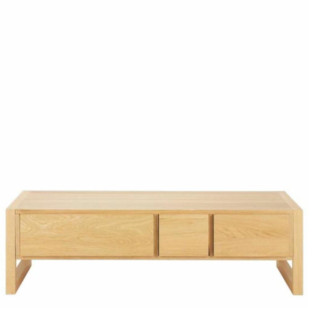 PRAKTISK OG MODERNE: Bordet Hana Low Table fra Habitat gir deg smarte skuffer til oppbevaring av maagsiner, fjernkontroller eller andre ting som ofte ligger og flyter på bordet.