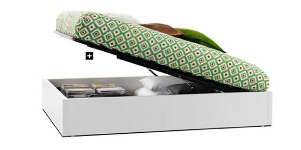 UNDER MADRASSEN: Med denne smarte sengen kan du oppbevare sengetøyet i sengen. Smart for deg med liten plass.