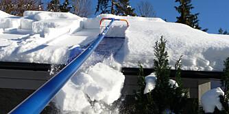 MÅKE TAK: Stå på bakken og måk taket