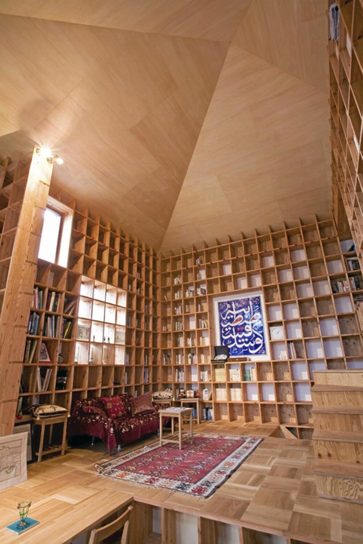 ROMLIG: I tillegg bokhylleinteriøret er det lagt inn ulike nivåer i gulvet, og sammen med en stor velving skapes et unikt interiør.