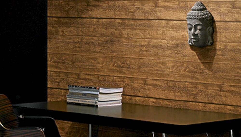 TREPANEL: Tapetleverandøren Storeys selger blant annet røffe mønster som murstein, fliser og trepanel.