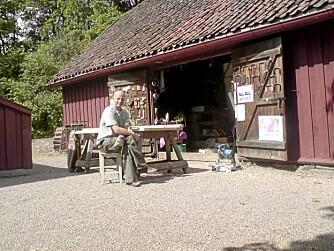 ILDSJEL: Sven Erik Løchen foran butikken Gamletrehus.com på Sagene.