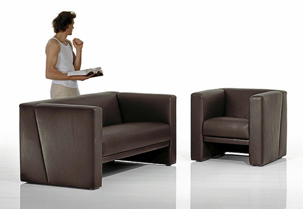 """TØFF: Solid, maskulin sofa fra Brühl, design Roland Meyer-Brühl, """"Visavis"""" 4-seter koster fra kr 22 000, forhandler i Oslo er Sørensen."""