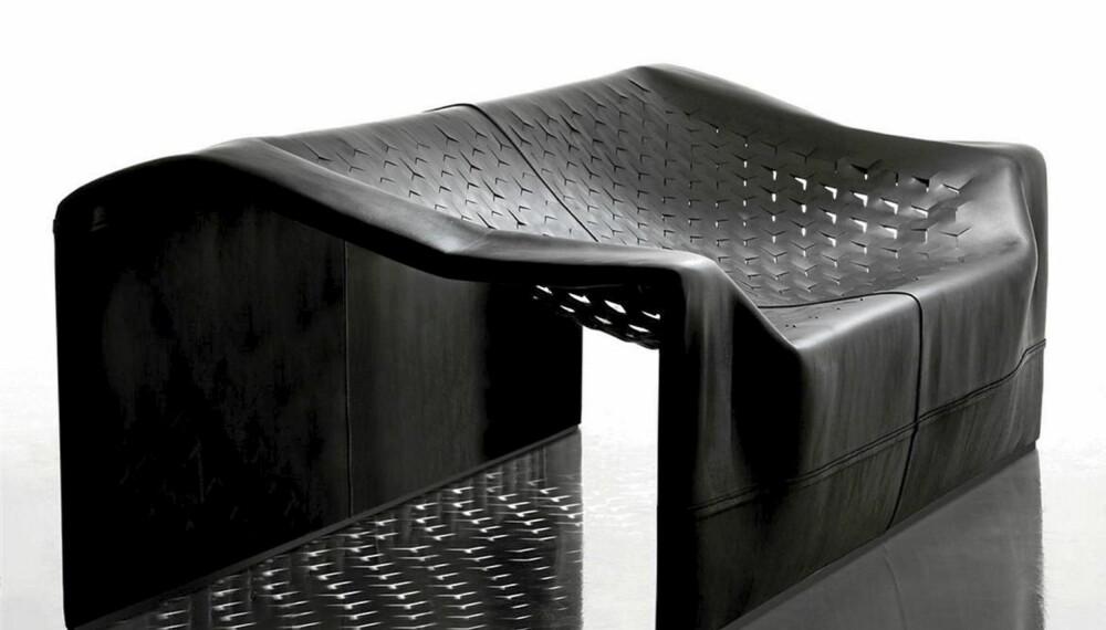 """RÅTØFF: """"Skin Soft"""" sofa fra Jean Nouvel er som en skinnskulptur. Norsk forhandler er Robert Tandberg."""