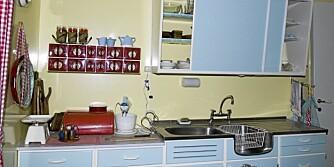 DUNKELT OVER KJØKKENBENKEN: Det er i trapper og på kjøkkenet de fleste hjemmeulykker skjer. Derfor bør god belysning på kjøkkenet være en selvfølge. Kun en liten lampe over kjøkkenbenken som her blir noe magert.