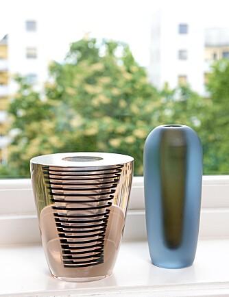 NORSK GLASS:  - Jeg ga 200 kroner for Willy Johanssons spiralvase (t.v.)  den er egentlig verdt nærmere 15 000. Vasen til høyre er kjent som sylindervasen.