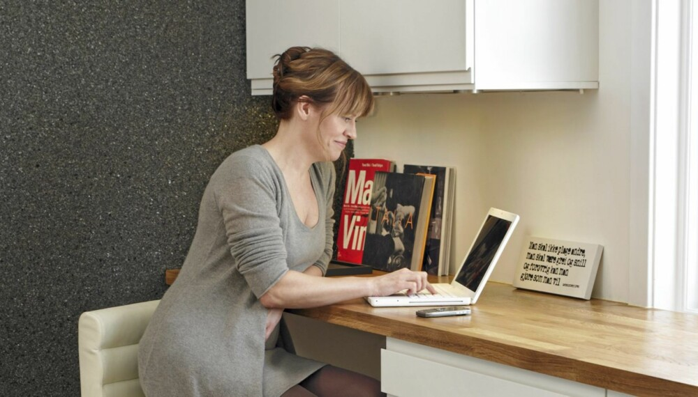 ARBEIDSRO. - Tidligere var det konstant irritasjon over arbeidsrotet på spisebordet, nå er det historie, sier Kirsten Rydne.