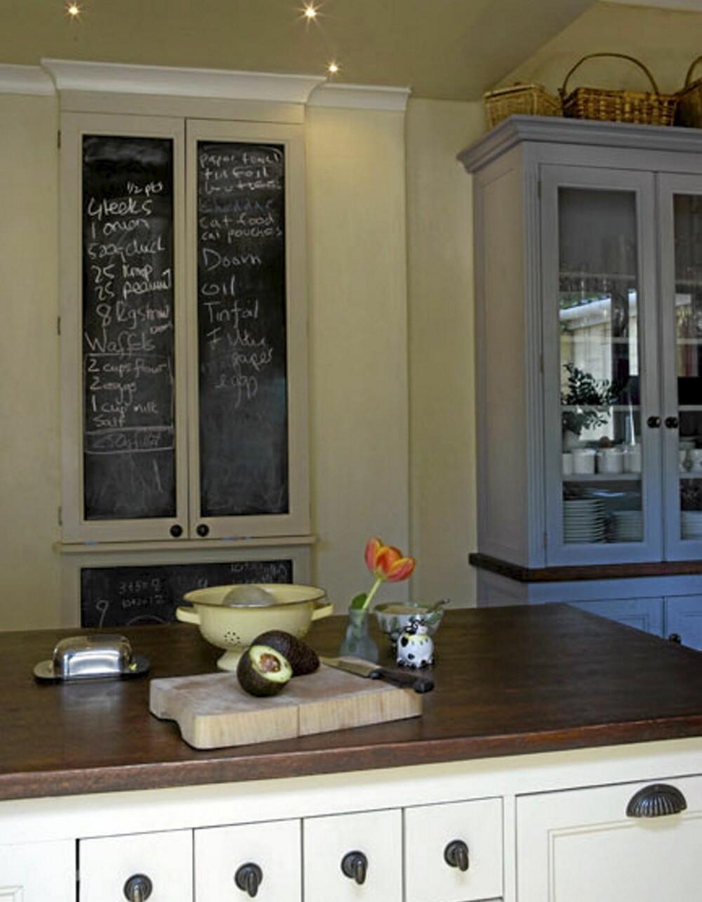 BESKJEDER: På en tavlevegg kan dagens gjøremål eller handleliste noteres