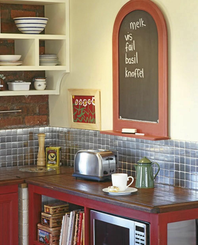 Kjøkkenene på begge disse to bioldene er fra P.J. Osborn Design.