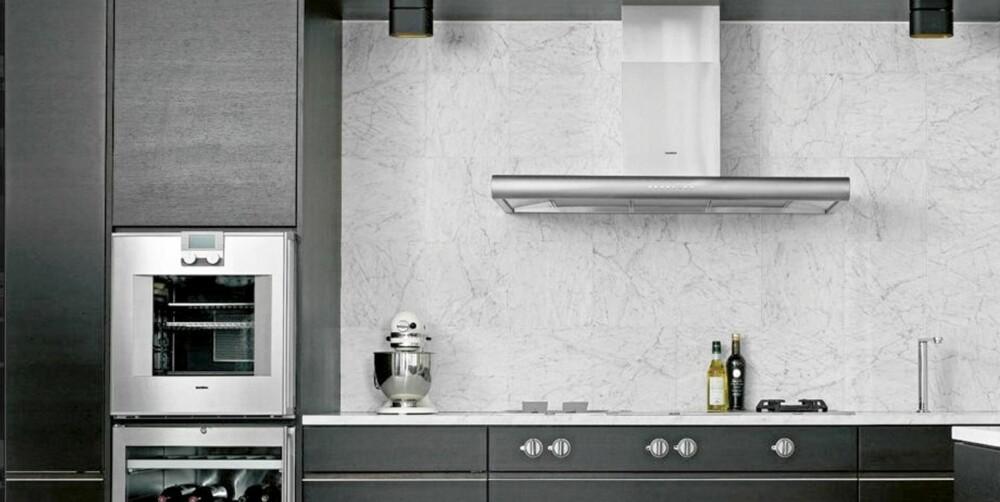 MARMORERT: Carraramarmor også over benkeplaten er en av trendene i det eksklusive segmentet. Kjøkkenmodellen Grip produseres av Kvänum.