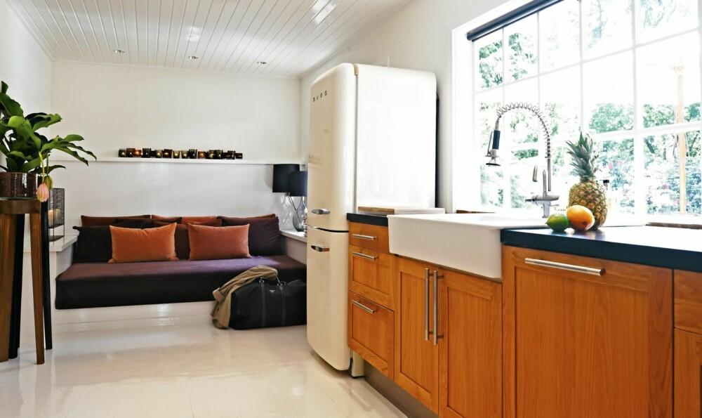 BILLIGKJØKKEN MED SÆRPREG: Innredningen er fra Ikea, med håndtak fra Casashop og benkeplate fra HTH.