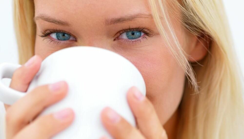 GYLNE DRÅPER: 3-5 kopper kaffe daglig forebygger demens senere i livet.