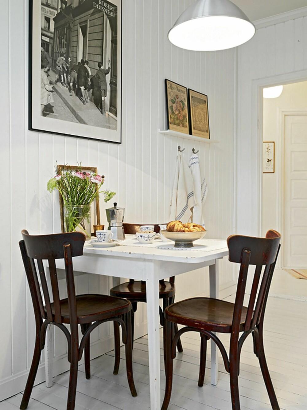 SPISEKROK: På kjøkkenet er det plass til en koselig spisekrok