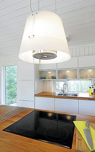 SMART: Nei, dette er ikke først og fremst en lampe, men en vifte. Både smart og lekker. Kjøpt hos Flishuset på Lillestrøm.