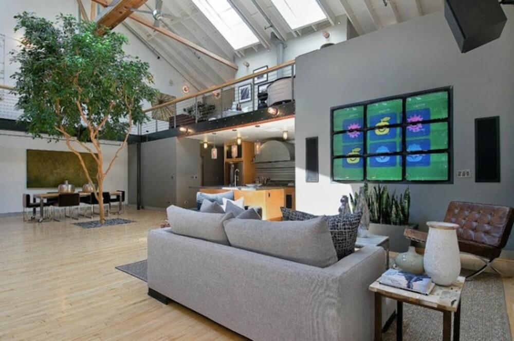 UNDERHOLDNING: Egen basketballbane innendørs og enorme Tv skjermer; her kan man finne mye underholdning uten å forlate hjemmets lune rede.