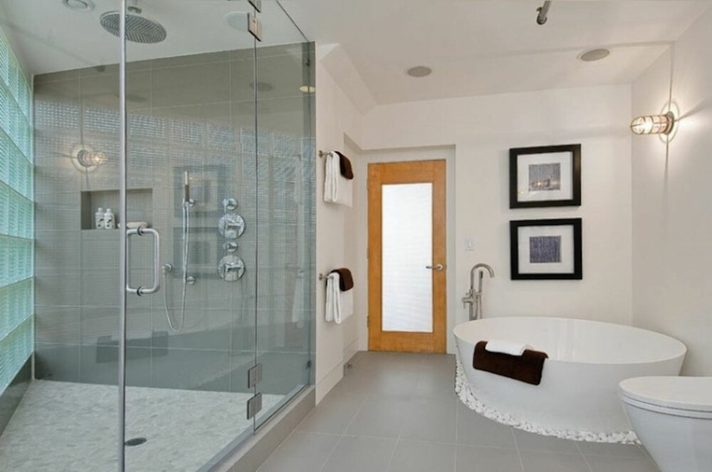 LUKSUS: Baderommene i den enorme leiligheten er spekket med luksuriøse detaljer.