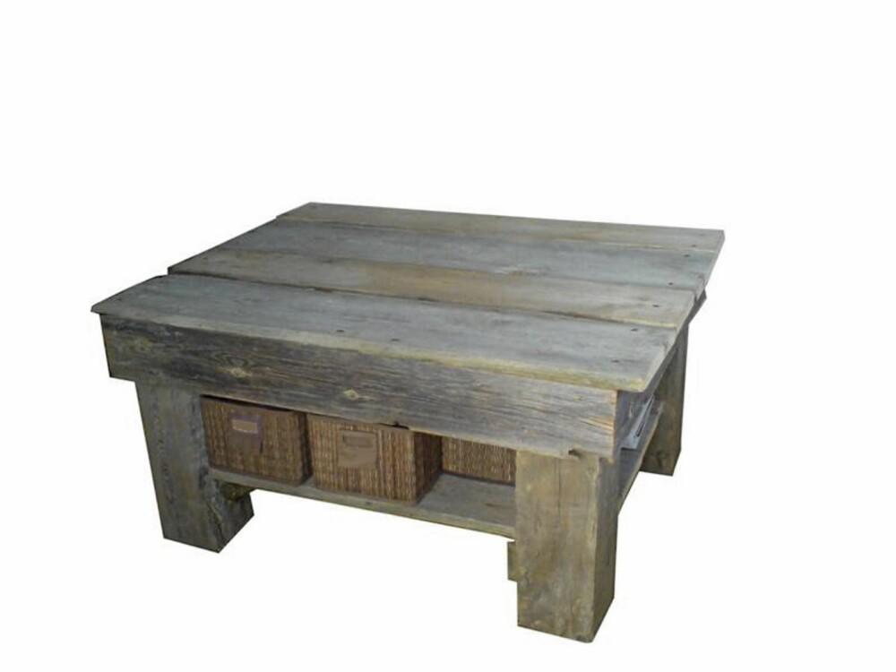 TØFT BORD: Stilig stuebord i gamle materialer som passer på fjellhytta.