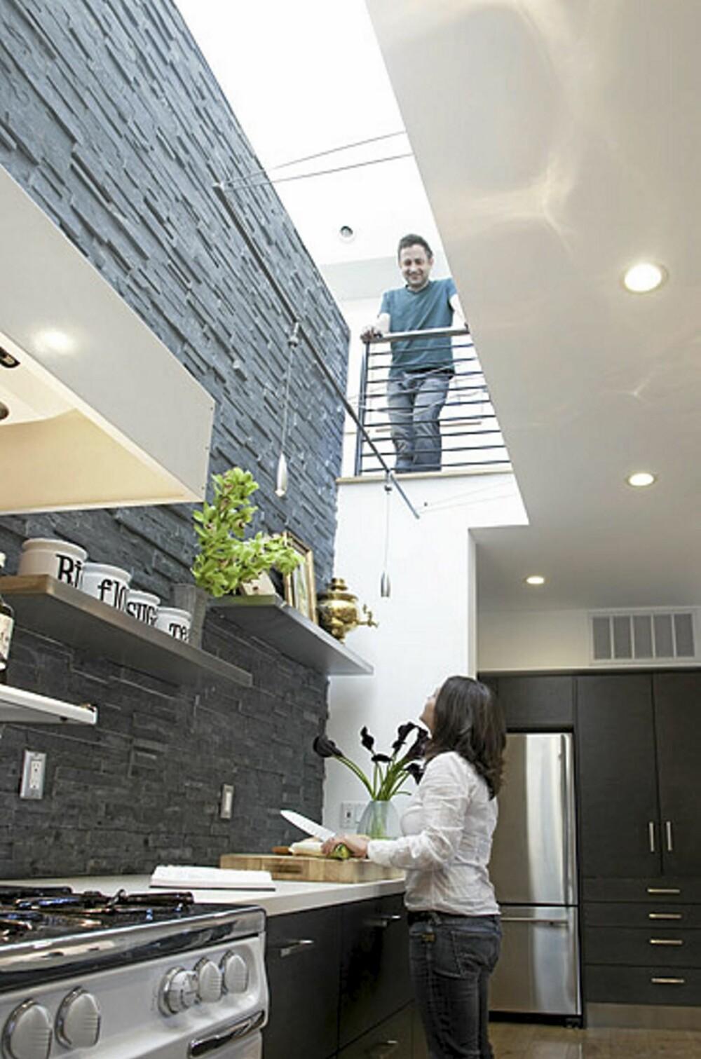 MYE LYS: Ved å fjerne taket skapte arkitektene gode lysforhold og en forbindelse til overetasjen