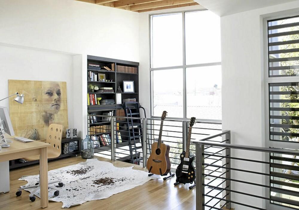 OPPBEVARING: Arkitektene har sørget for nok oppbevaring ved å sette inn flere innebygde skap i boligen.