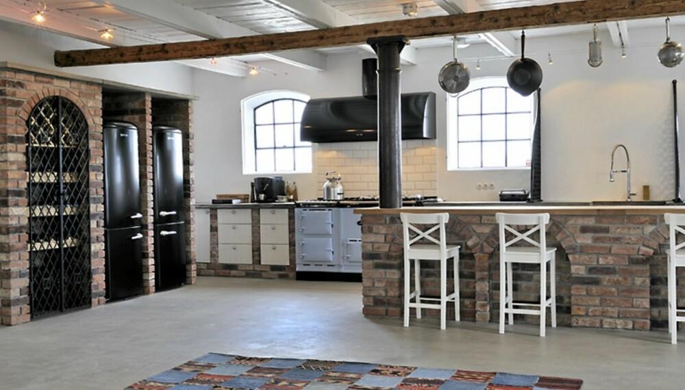 RUSTIKK GÅRD: Den gamle, svenske gården har etter totalrenoveringen blitt rustikk, med inspirasjon fra New England stil.