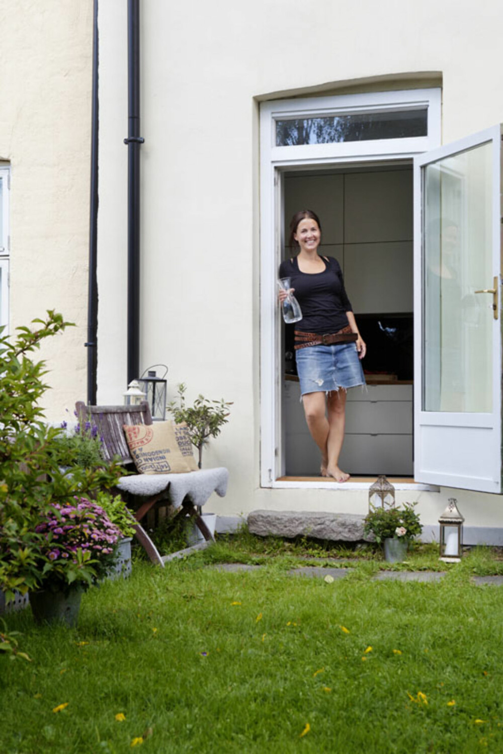 EGEN UTGANG: Bare Jannicke og Kenneths leilighet har utgang direkte til den flotte hagen.