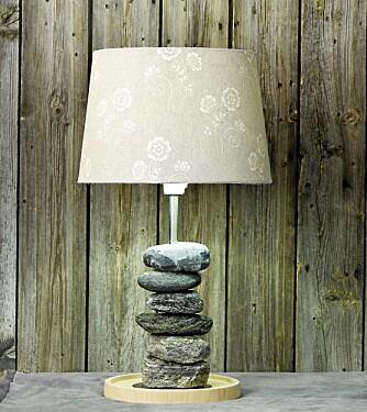 STEINFINT: Her har vi brukt en enkel lampeskjerm i lin fra Laura Ashley til 595 kroner.