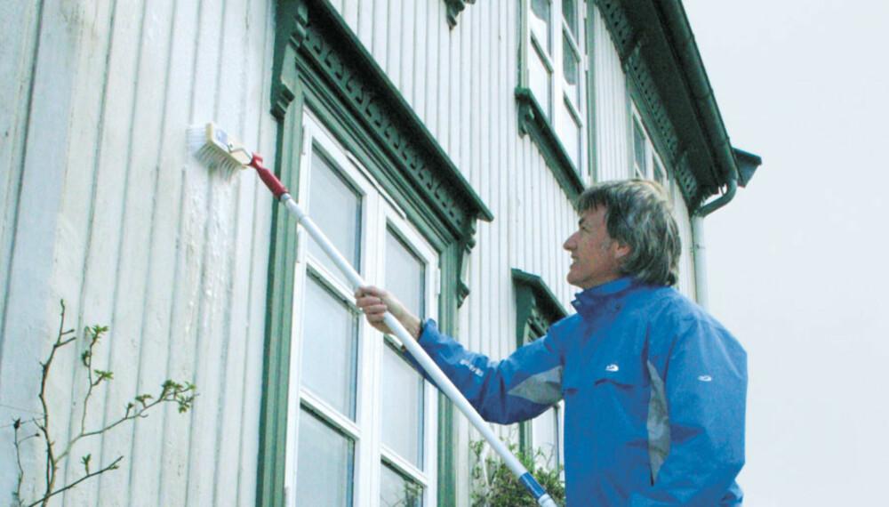 HUSVASK: To ganger i året anbefales for hus i tettbygd strøk.