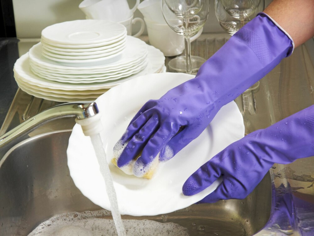 I FULL FART: Det går raskere å bare stable alt inn i oppvaskmaskinen enn å faktisk ta oppvasken.