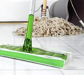 SÅPE OG VANN: Forskjellige gulv krever forskjellig gulvvask.
