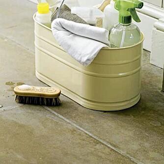 ASKEPOTT: Det kan kreve sin mann - eller mest sannsynlig kvinne - å passe på at alle gulvene i huset blir gjort på riktig måte.