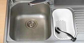 JEVNLIG RENHOLD: Hold oppvaskbenken og vasken din ren og pen ved å rengjøre den ofte.