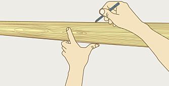 STREK: Skal du maskere en flate, så lag en tynn blyantstrek som du legger teipen inntil.