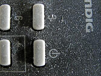 SKAL VASKES: Fjernkontroller og tastatur blir skitne og må vaskes ofte.