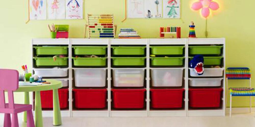 LEKEKONTROLL: Gjør det til en lek å holde orden på barnerommene med fargerik og praktisk oppbevaring.