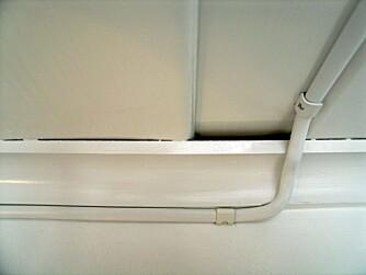 RIKTIG ELEKTRISK LEDNING: Slik skal ledning med sving og klemmer legges.