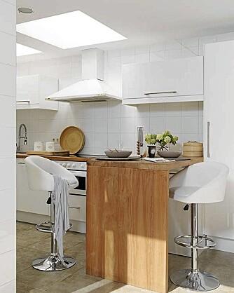 GODE LYSFORHOLD: Det kommer mye naturig lys fra flere kanter inn i leiligheten.