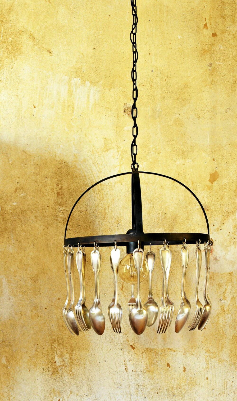 SKJEER I LAMPEN. Bestikklampe, det skulle være mulig å lage en egen variant. Hvis ikke, kan du få kjøpt denne hos Bolina.