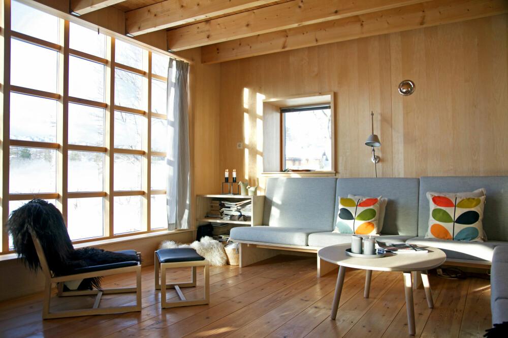 VINDUSRUTER: Stor vindusflate med mange små vinduer gir utrolig godt utsyn, og ikke fullt så mye innsyn.