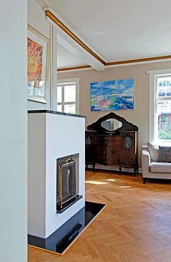 TIDLØS: Den nye Leca-peisen har en tidløs form som passer perfekt til det snart hundre år gamle huset.