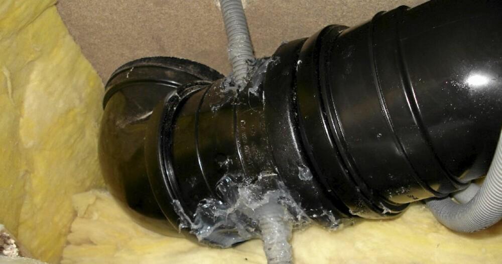 BARE RØR: En kollisjon mellom rørlegger og elektriker. Ifølge If Skadeforsikring skal dette ikke ha blitt utført av en amatør. Bildet taler for seg.