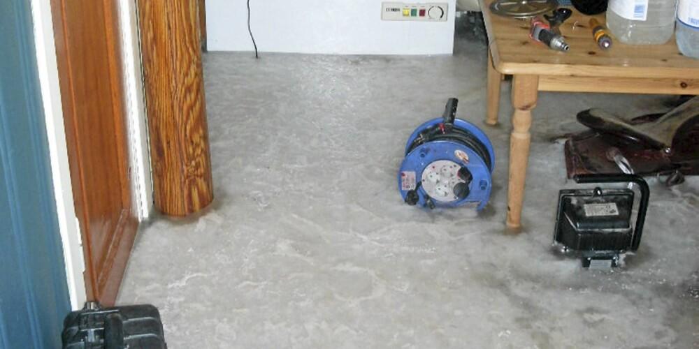 SOMMERHUS: Det frosne gulvet er etter en vannlekkasje i et sommerhus i Svelvik.