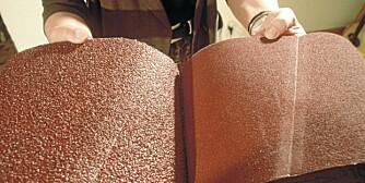 Slipepapir: Et slipebånd er i prinsippet en rull med sandpapir. Start med det groveste, avslutt med det fineste.
