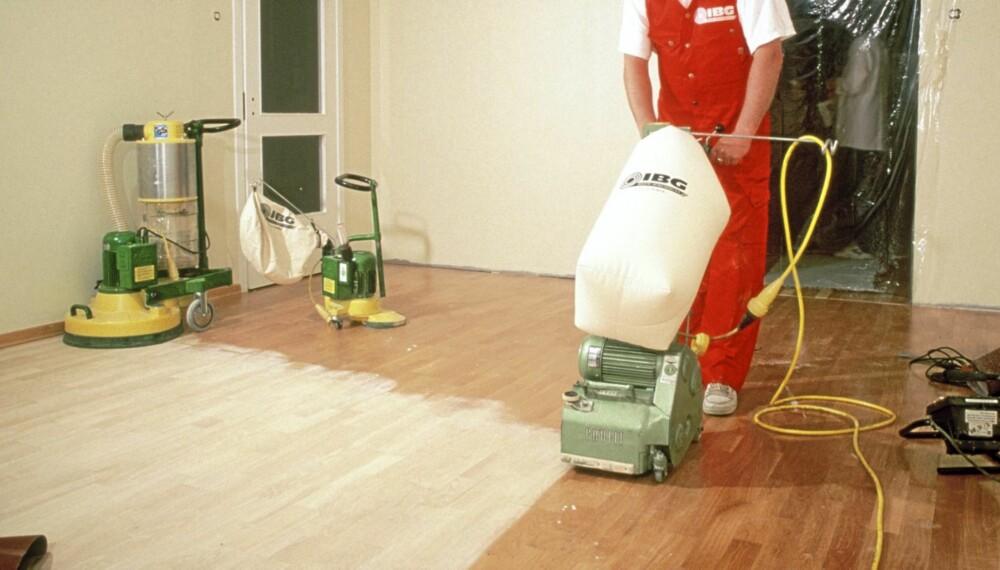 Jevn gulv: Dette gulvet er jevnt. Da kan slipingen gjøres i trebordenes lengderetning.