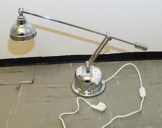 VELTEPETTER: Lampen med typenummer 2171 velter og blir svært varm mot underlaget. Den er bl.a. solgt gjennom Pytt og Panne.