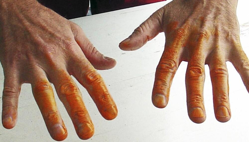 MALING PÅ HENDENE: Oljemaling på hendene trenger du ikke fjerne med white-spirit.
