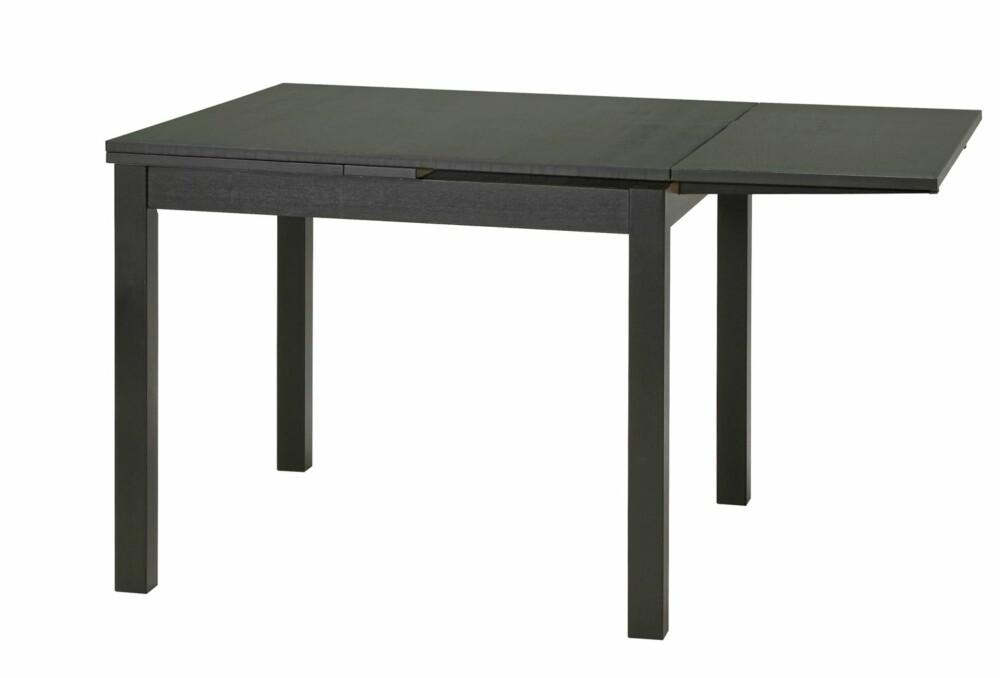 RIMELIG OG FORNUFTIG: Ikeas spisebord Bjursta fås blant annet i beiset askfiner og klar akryllakk, kr 1995.