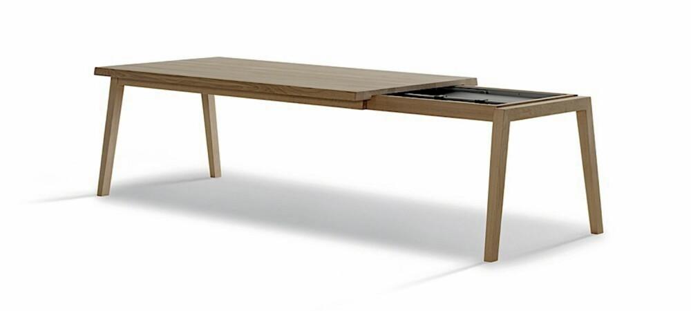SLANKE LINJER: Det elegante utrekksbordet SH 900 produseres av Carl Hansen, fra kr 42 100, roberttandberg.com.