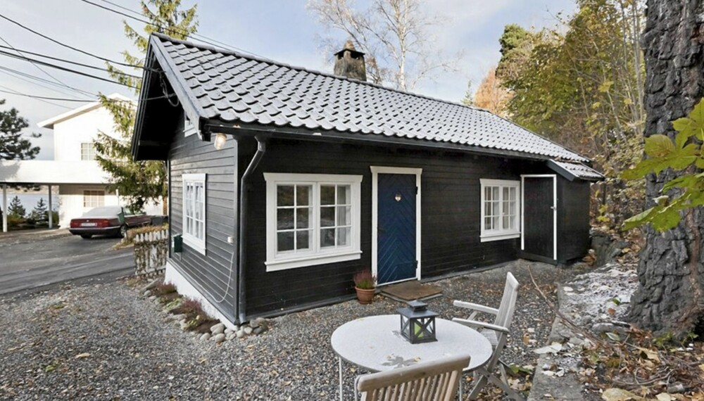 ATTRAKTIVT BOLIGSTRØK: Det er på Ljan i Oslo syd at hovedstadens kanskje minste hus ligger. Eneboligen har primærrom på 29 kvm. Bruksarealet er målt til 40 kvm. Prisantydningen er satt til 1.990.000 millioner kroner. Boligområdet består for øvrig av store villaer.