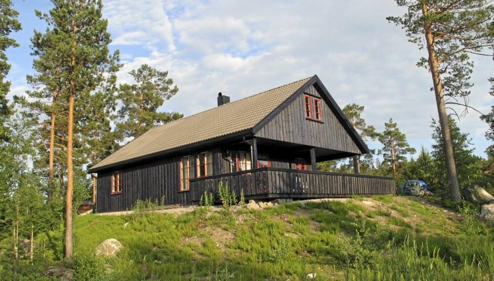 HAVREFJELL: Hytte over to plan beliggende i Sandtjønnlia. Primærrom 102 kvm. Byggeår 2007. Prisantydning 1.750.000.
