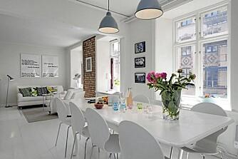 FARGEKLATTER: Mange av leilighetene til Alvhem mäkleri har en lys og nøytral base. Enkelte fargeklatter og røffe elementer frisker opp interiøret.